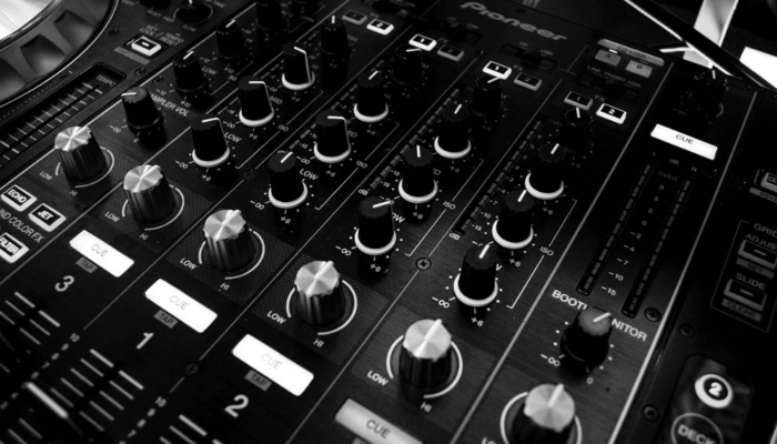 Sound Engineer vs DJ vs Music Producer; What is the Difference?